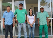 Acesso à tecnologia - Intercâmbio resulta em novo método de colheita de mandioca