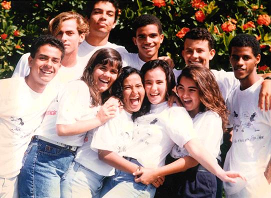 1988 - Estimulada pelo desafio de desenvolver metodologias e estratégias