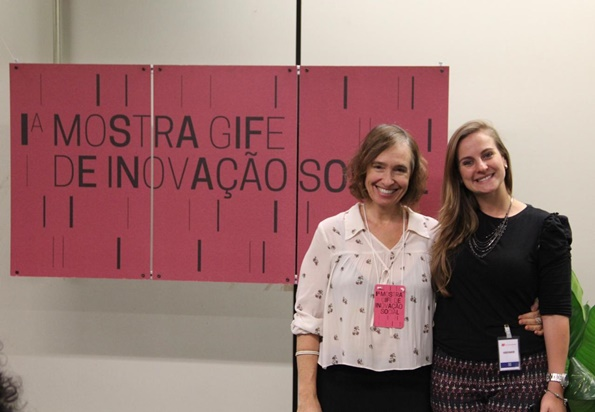 Camila Aloi (GIFE) and Camila Giuliani (Odebrecht Foundation) during the GIFE Exhibition