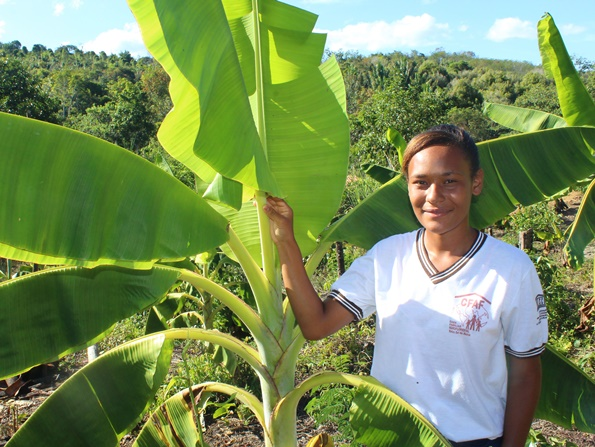 aluna de escola rural que integra o programa social da Fundação Odebrecht