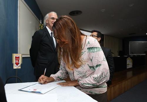 Momento da assinatura da carta de intenções entre Fundação Odebrecht, UFRRJ e Pro-Natura