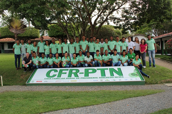 Executives from Mitsubishi Corporation alongside youngsters from CFR-PTN