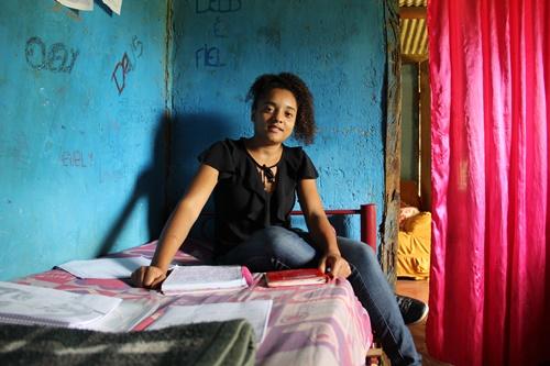 Simule sua doação para o Tributo ao Futuro e contribua para a formação de centenas de adolescentes como Evely dos Santos